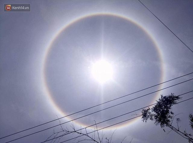 Hình ảnh mặt trời kỳ lạ trên bầu trời ở Huế