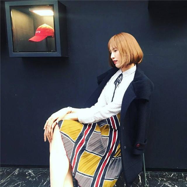Cùng với sự thay đổi về khuôn mặt và gout thời trang, Hồng Xuân ngày càng chứng tỏ bản lĩnh và đam mê nghề nghiệp của mình trong làng mẫu Việt.