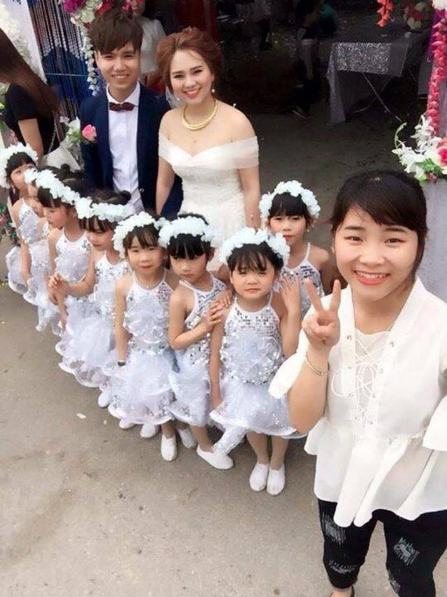 Dàn thiên thần nhỏ trong đám cưới của cô giáo