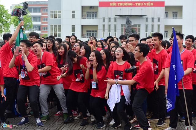 Lễ tri ân và trưởng thành của khóa 67, trường THPT Chuyên Nguyễn Huệ (Hà Nội) diễn ra sáng 19/5.
