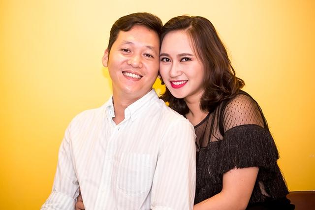 Doanh nhân Trần Tùng, ông xã Khánh Linh hỗ trợ vợ trong ngày ra mắt MV mới.
