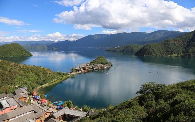 Bộ tộc Mosuo sinh sống quanh hồ Lugu, tỉnh Vân Nam (Trung Quốc).