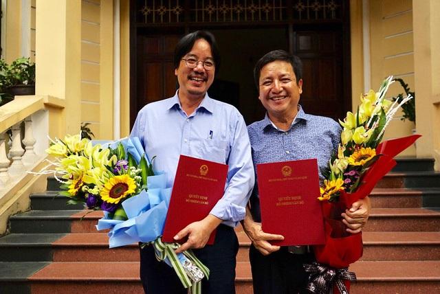Nghệ sỹ Chí Trung và Sỹ Tiến trong ngày nhận quyết định bổ nhiệm.