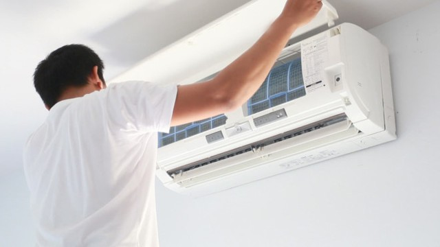 Sau một thời gian sử dụng, máy lạnh bị hết gas và có một số hiện tượng lạ trong quá trình vận hành.