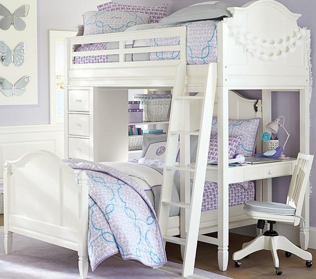 1. Giường đôi dành cho hai bé cùng sống chung trong một căn phòng. Nội thất đa năng được thiết kế linh hoạt với hệ thống giường tầng, thang đơn giản để lên giường phía trên. Bên cạnh đó còn có góc lưu trữ đồ, kệ đựng sách vở và bàn học xinh xắn.