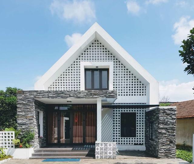 Căn nhà mang dáng chữ A độc đáo nằm trên diện tích đất 111 m2 tại Đồng Hới, Quảng Bình.