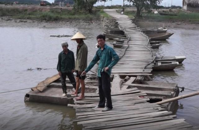 Cầu phao nơi bố con anh Minh tử vong. Ảnh: Nguyễn Dương.