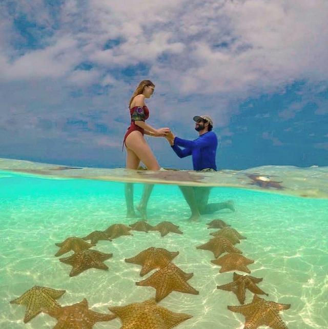 Maria Gabriela Isler vừa được bạn trai cầu hôn trên bãi biển.
