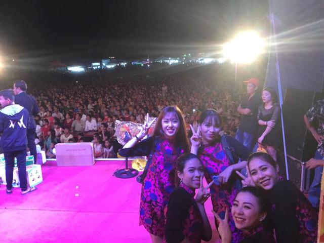 Hoài Linh chia sẻ ảnh khán giả lấp đầy khán đài trên Facebook cá nhân và gửi lời cảm ơn người hâm mộ. Ảnh: FBNV.