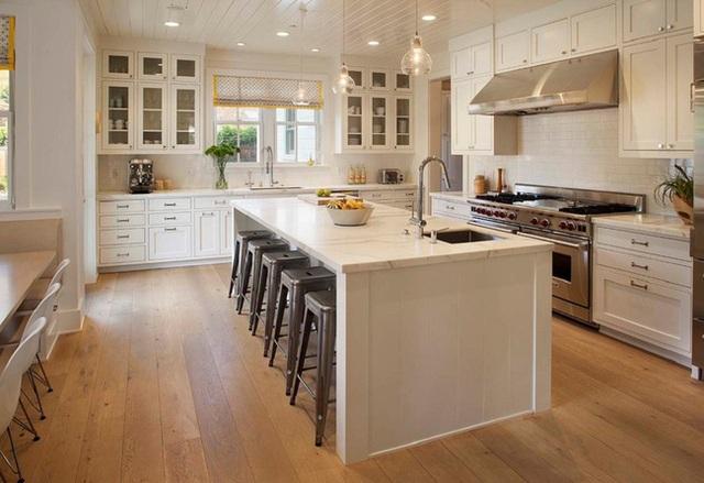 1. Lời khuyên đầu tiên dành cho mẫu thiết kế này đối với người mới và đang muốn tự thiết kế đó là nên sử dụng tông màu trắng cho toàn bộ nội thất.