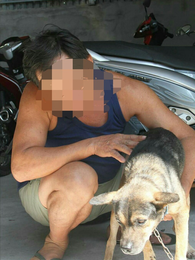 Ông H. bên con chó duy nhất may mắn không bị 4 tên trộm chó bắn chết