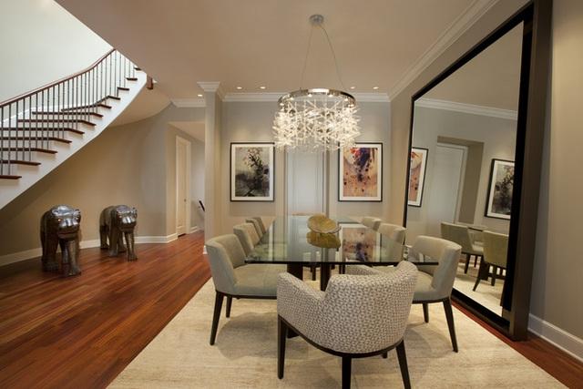 Một phòng ăn thanh lịch được tạo ra bởi đồ nội thất được lựa chọn cẩn thận với kiểu dáng đẹp, các yếu tố trang trí duyên dáng, đem lại một không gian tinh tế, thanh lịch.