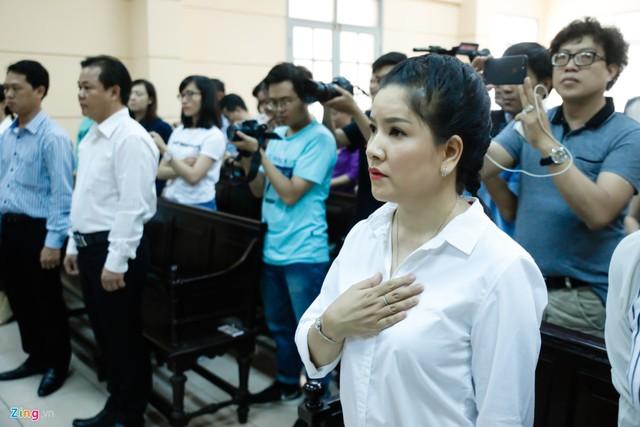 Các nghệ sĩ chúc mừng Ngọc Trinh thắng kiện Nhà hát Kịch