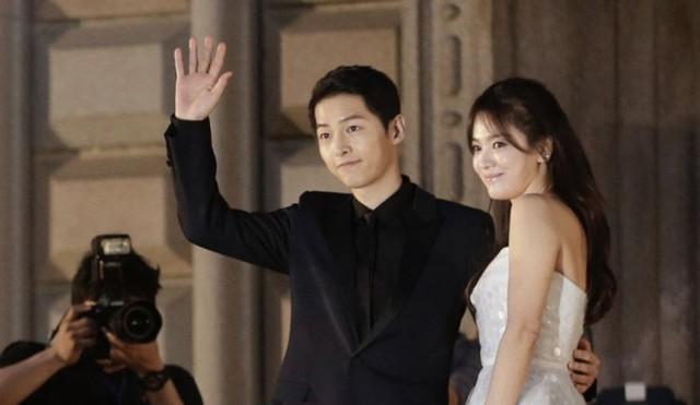 Lý do Song Joong Ki và Song Hye Kyo luôn phủ nhận chuyện hẹn hò