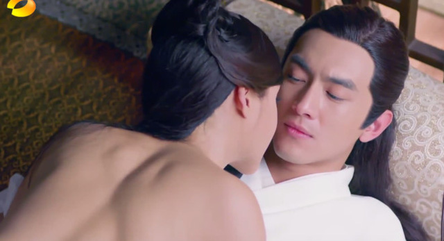 Đoàn phim đã nhờ nam diễn viên đóng thế cảnh phim này với vùng lưng thấy rõ cơ bắp vạm vỡ.