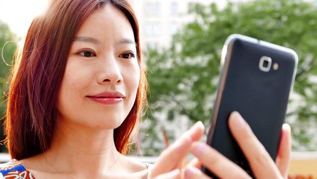 Theo Gallup, hơn 1/2 chủ nhân của những chiếc điện thoại di động sẽ kiểm tra điện thoại vài lần mỗi giờ, hoặc hơn thế. (Ảnh: Internet)