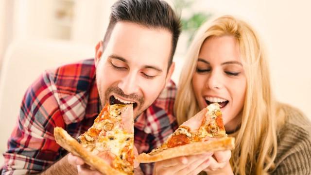 Khả năng cảm nhận mùi thức ăn sẽ khiến bạn dễ dàng tăng cân hơn. Ảnh: RTE.