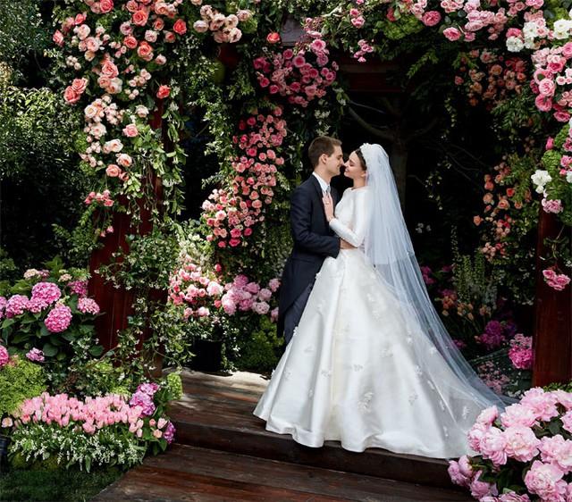 Lễ cưới dưới khung cảnh thơ mộng của Miranda Kerr và Evan Spiegel.