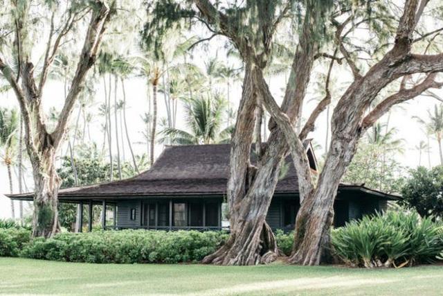 Ngôi nhà có phần cổ kính vì được xây dựng từ năm 1940.