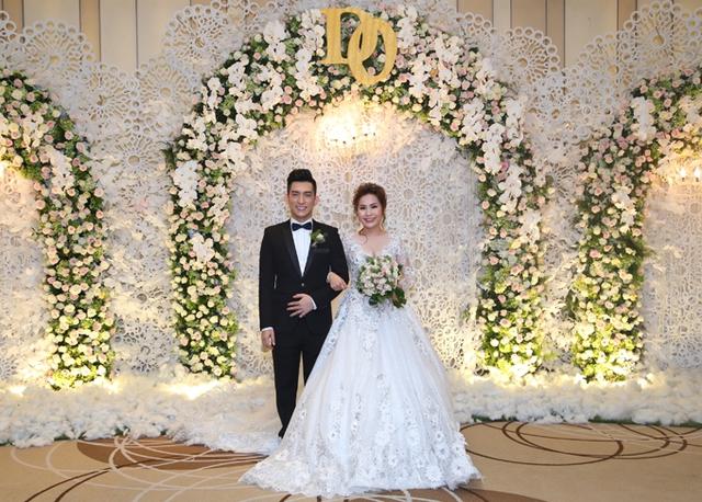Bảo Duy tái hôn lần ba với vợ Việt kiều tên Thúy Oanh. Đám cưới tổ chức tại một khách sạn 5 sao sang trọng ở TP HCM.