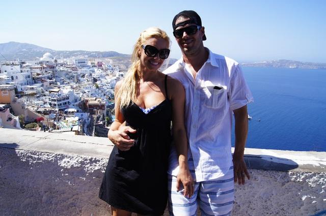 Vợ chồng Alexis và Gabe. (Ảnh: whatthefertility)