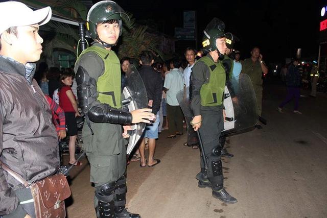 Lực lượng cảnh sát đang phong tỏa hiện trường. Nguồn: Zing