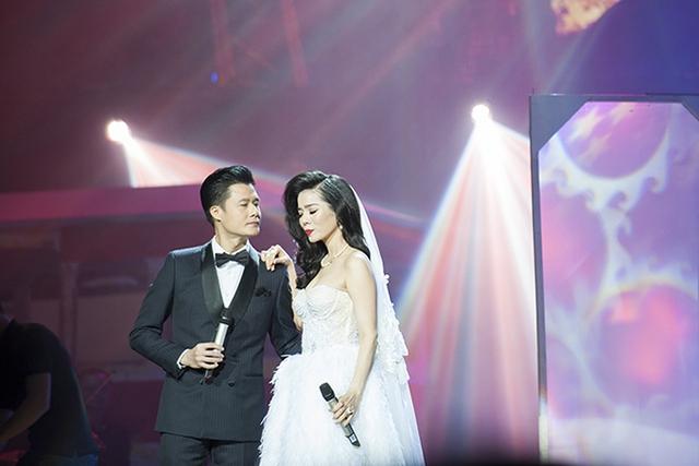 Liveshow Lệ Quyên - Mùa thu vàng vừa diễn ra tại Trung tâm hội nghị quốc gia Hà Nội tối 11/8. Nhận được nhiều sự tán thưởng nhất là tiết mục song ca của Lệ Quyên với Quang Dũng trong ca khúc Anh đến thăm em đêm ba mươi.