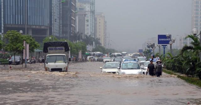 Khu vực xung quanh tòa nhà Keangnam (quận Cầu Giấy) thường xuyên ngập sâu sau mưa lớn. Ảnh: Quang Quyết/TTXVN .