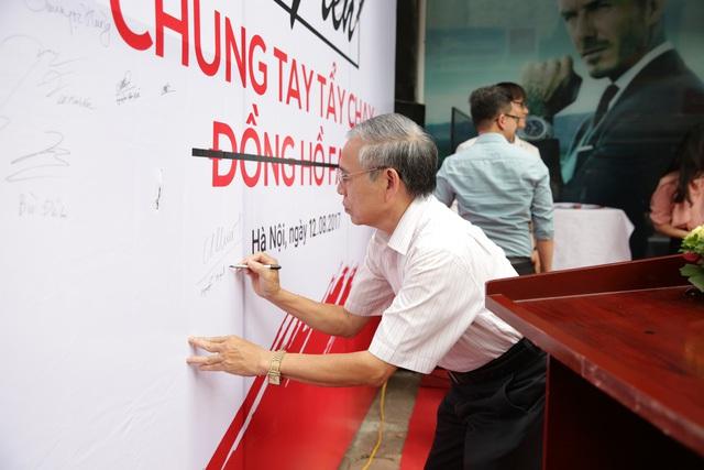 Rất nhiều người cùng ký chung tay chống đồng hồ fake