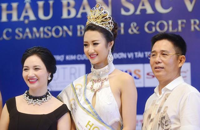 Mẹ ruột của Hoa hậu Bản sắc Việt 2016 Thu Ngân là bà Lê Thanh Hòa. Với ngoại hình trẻ trung, ưa nhìn, bà xứng đáng trong danh sách những bà mẹ sao Việt trẻ đẹp nhất hiện nay.