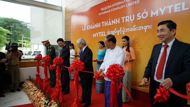 Tổng Bí thư Nguyễn Phú Trọng, Phó Tổng thống Myanmar U Myint Swe đã tới thăm và cắt băng khai trương trụ sở MyTel (công ty liên doanh giữa Việt Nam và Myanamar), tại thành phố Yangon.