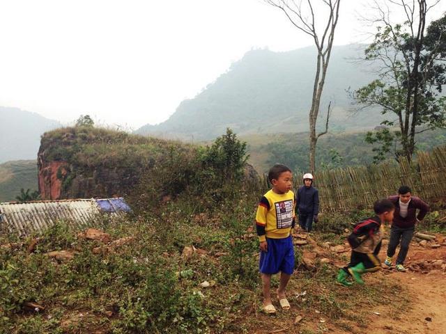 Học sinh vùng cao thấy thầy cô lên bản tìm thì bỏ chạy (ảnh minh họa: Lệ Thu)