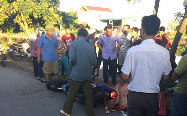Đâm vào xe chở tôn, người đàn ông bị cứa cổ tử vong thương tâm