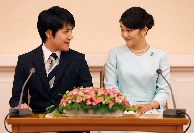 Ngày 3/9, Công chúa Mako và chồng tương lai Kei Komuro lần đầu tiên xuất hiện cùng nhau tại một cuộc họp báo do hai người chủ trì ở Tokyo, Nhật Bản. Ảnh: Reuters.