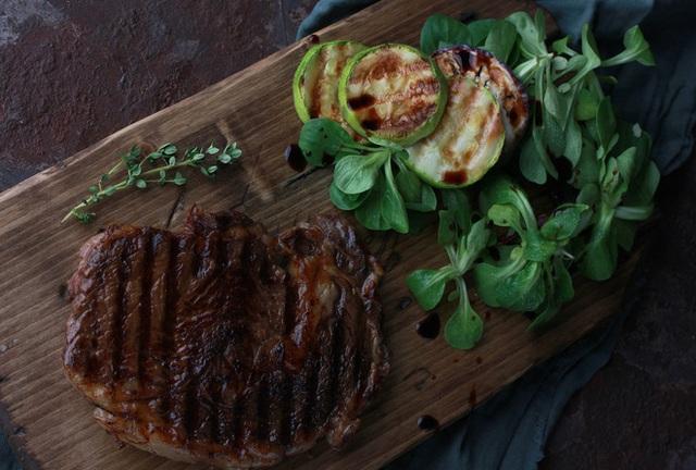 Muốn làm bò bít tết ngon như nhà hàng 5 sao, hãy thử chế biến bằng lò nướng
