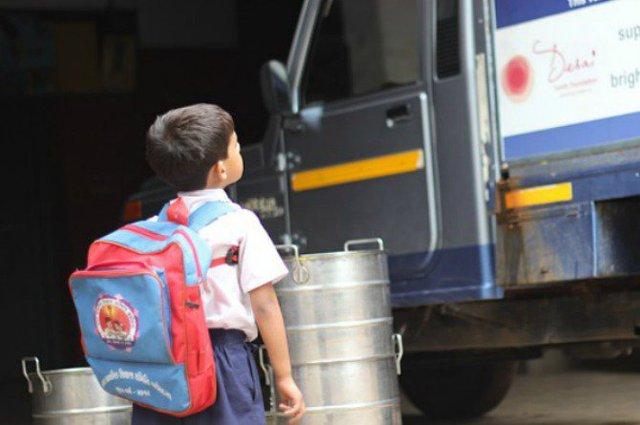 Tự đi học cũng là một kỹ năng tốt cho trẻ.