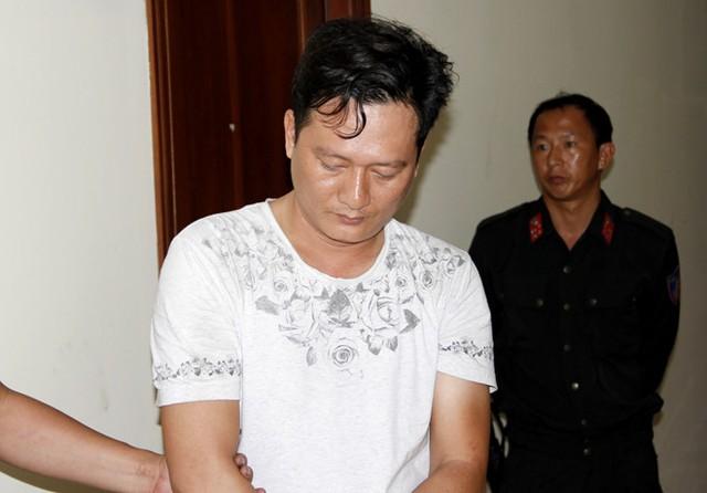Trịnh Cường bị bắt giữ. Ảnh: Thái Linh.