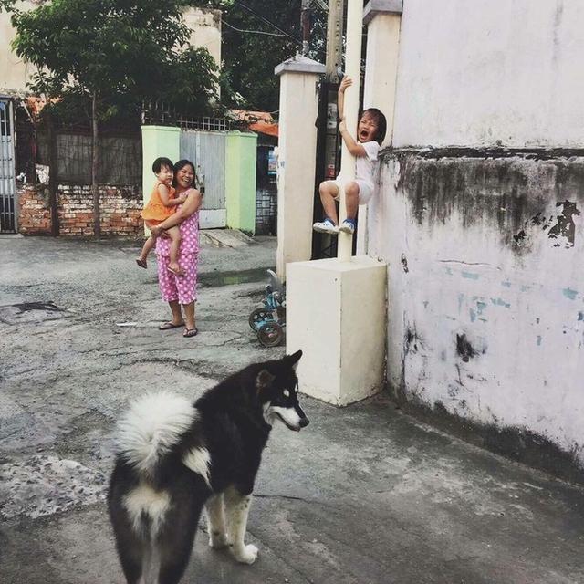 Khoảnh khắc đáng yêu này trở thành chủ đề hot trên mạng xã hội Việt ngày hôm nay.