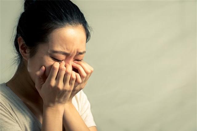 Chồng ngoại tình, vợ khiến chồng phải hối hận, khóc lóc xin lỗi mà không cần đánh ghen ầm ĩ