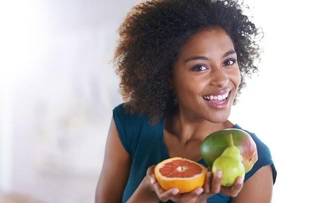 Jessica Weiser, chuyên gia y khoa da liễu tại New York Dermatology Group cho biết, những người tiêu thụ nhiều đồ ngọt và thực phẩm dầu mỡ sẽ sớm phải đối mặt với vấn đề lão hóa da.
