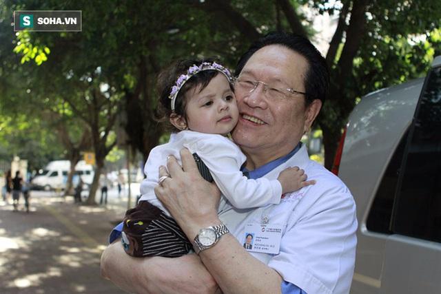 Viện sĩ Từ Khắc Thành vẫn bình an hạnh phúc ở tuổi 77.