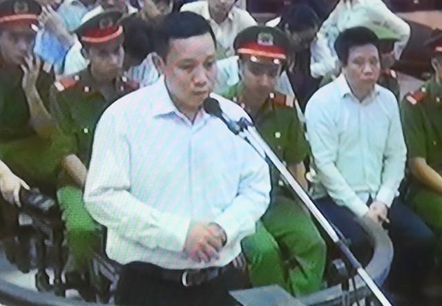 Bị cáo Ngô Hải Nam, chồng của bị cáo Nguyễn Thị Nga (nguyên Kế toán trưởng Oceanbank) xin hội đồng xét xử một đặc ân được chịu tổng hình phạt chung của 2 vợ chồng. Ảnh: Việt Hùng.