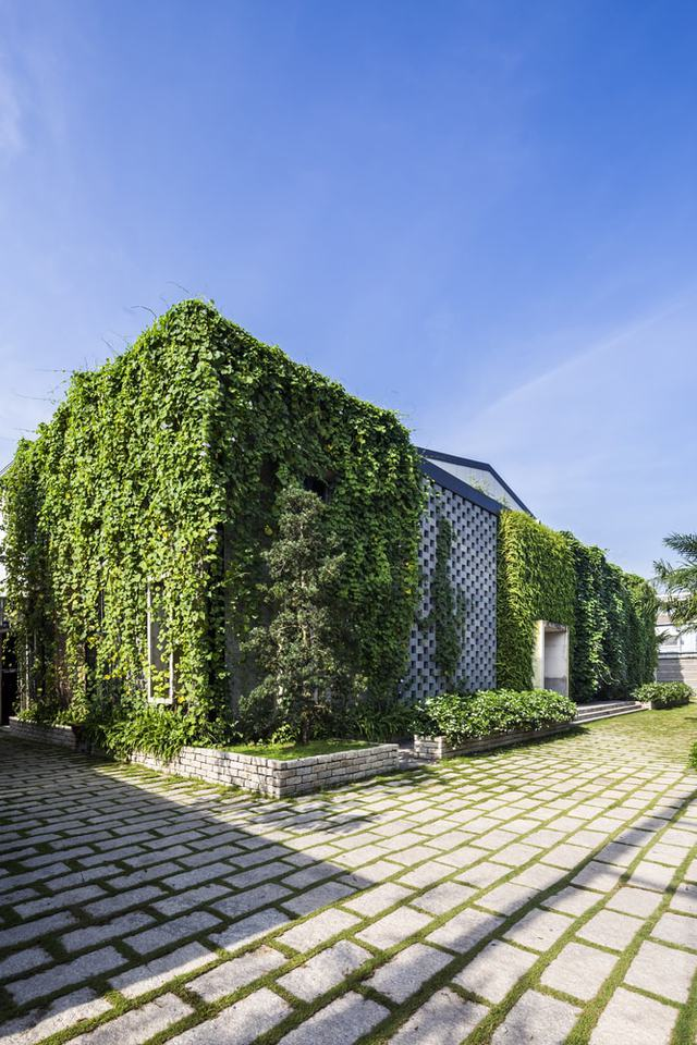 Khu nhà xưởng cũ kĩ đã được cải tạo thành khu nhà văn phòng đẳng cấp có kiến trúc xanh.