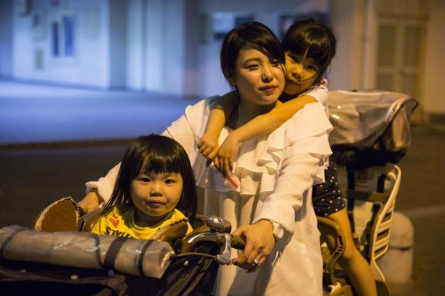 Cuộc sống của mẹ đơn thân Nhật Bản: chiến đấu với nghèo đói và miệt thị