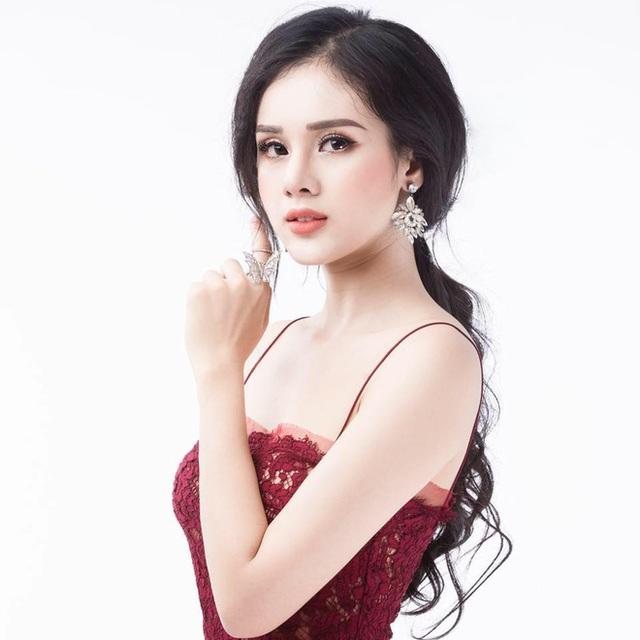 Người đẹp Huyền Trang.