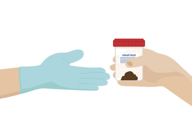 Bạn nên thực hiện xét nghiệm phân ngay khi phát hiện thấy máu trong phân hoặc bất kì dấu hiệu nào khả nghi.