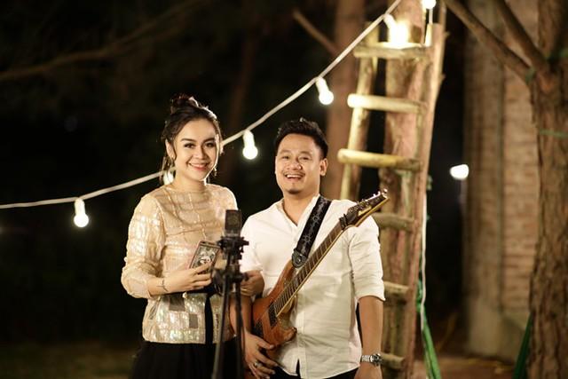 Nguyễn Đức Cường và Vũ Hạnh Nguyên trong MV kỷ niệm 1 năm yêu nhau.
