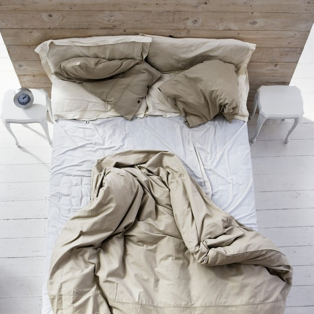 Sau khi ngủ dậy, chăn cần được để tung ra, dù trông rất lộn xộn thiếu ngăn nắp nhưng lại có lợi cho sức khỏe.