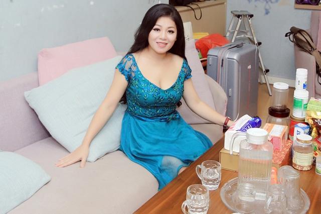 Sau khi ly hôn, Anh Thơ sống ở căn hộ đơn sơ cùng hai con gái