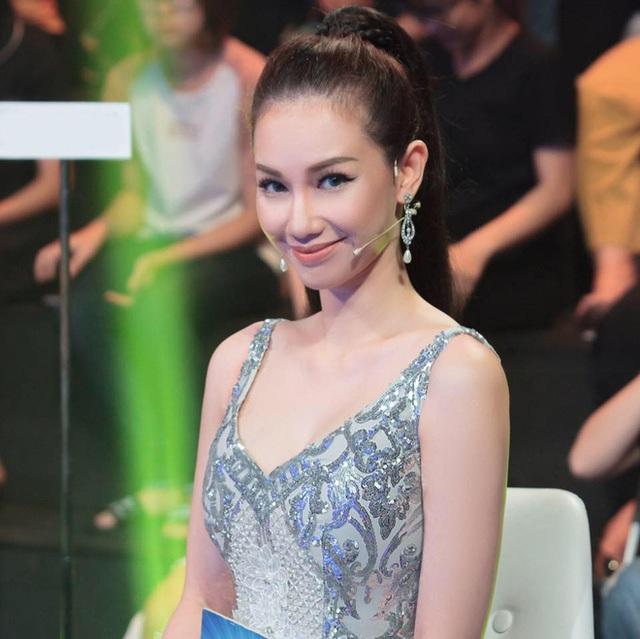 MC Quỳnh Chi gợi cảm hơn sau khi ly hôn chồng đại gia.